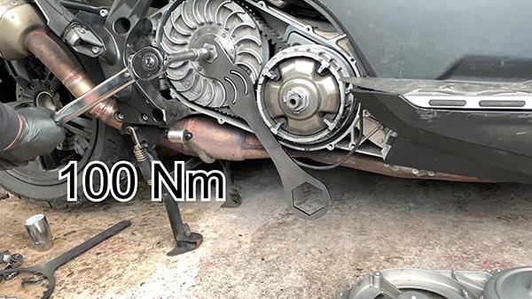 Apriete la tuerca del corrector de par al par recomendado por el fabricante.
