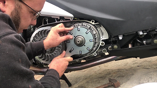 Removing the variator from the Kymco AK 550
