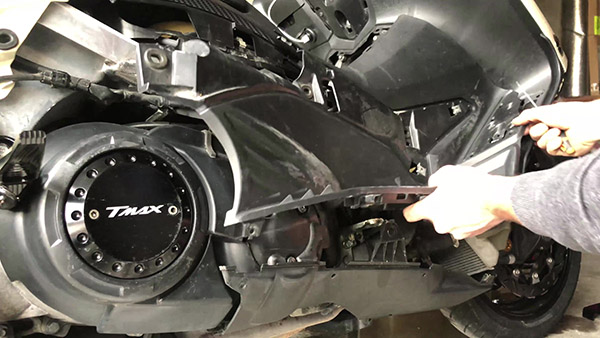 Removing the TMAX fairings