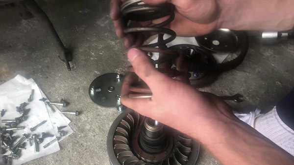 Changing the TMAX thrust spring