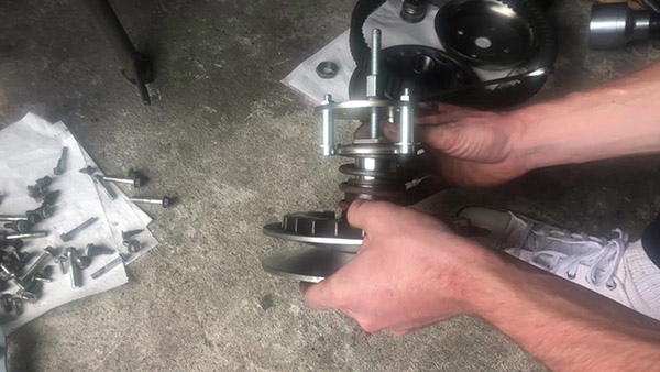 Unscrew the nut of the torque drive