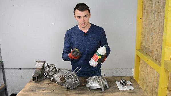Nettoyer les carters moteur