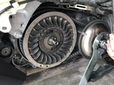 How to dismantle or change a variator, clutch, belt, rollers on TMAX?